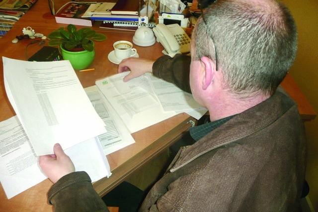 Umorzenie składek ZUS. Liczy na nią m.in. Zbigniew Jarugowski. Pokazuje dokumenty, że nie pracował, więc nie zarabiał, a ubezpieczyciel każe mu płacić