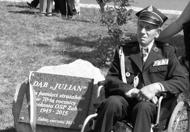 """Julian Simonjetz w 2015 roku w czasie uroczystości 70-lecia OSP. Wtedy to posadzono dąb, który dostał imię ,,Julian"""""""