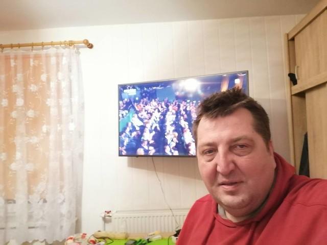Adam Kraśko na swoim Facebooku informuje fanów o swoim życiu. Ostatnio był pod wrażeniem benefisu Zenka Martyniuka
