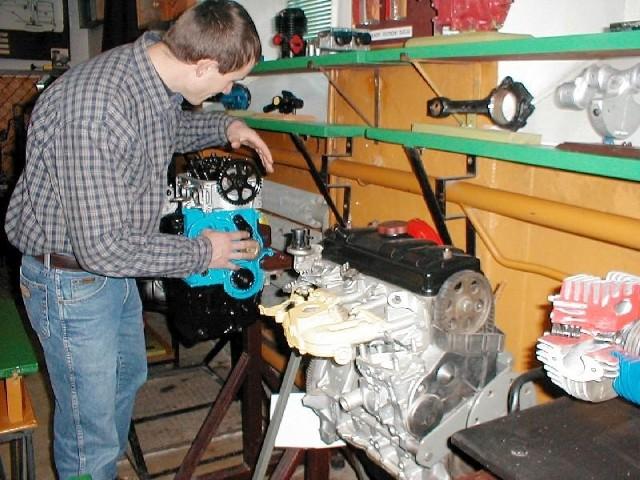 Pracownia silników spalinowych starachowickiej szkoły