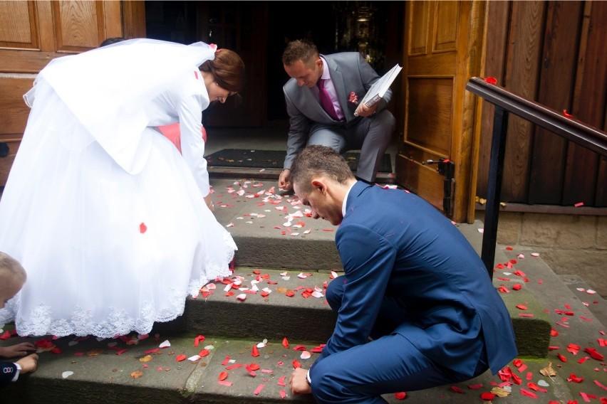 Na przysięgę złożoną w kościele decyduje się coraz mniej par - taki wniosek płynie z danych Urzędu Statystycznego w Rzeszowie. W miastach i wsiach rośnie za to liczba małżeństw cywilnych.