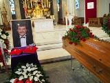 Postawią pomnik Krzysztofa Krawczyka. Zbiórka na pomnik to oszustwo, czy inicjatywa jednego z tysięcy fanów? Rodzina artysty nie potwierdza