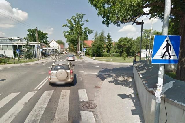 Skrzyżowanie ulic Kutrzeby, Parafialnej i Starachowskiego: Jeszcze w listopadzie powinny zacząć funkcjonować tu światła. Powstają one w ramach przebudowy ul. Zwycięskiej. Bardzo często dochodziło tu do kolizji.