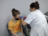 W szkołach punkty szczepień nie powstaną, młodzież szczepi się w przychodniach
