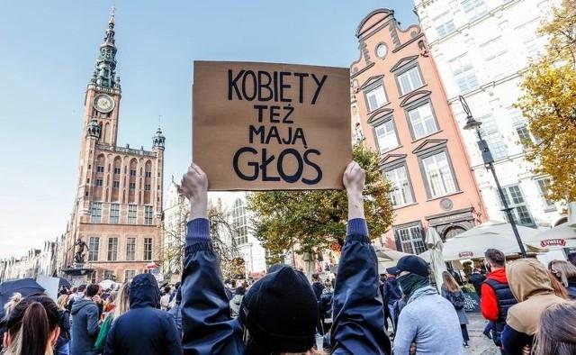 Strajk kobiet w Trójmieście na transparentach. Tak protesują mieszkańcy Gdańska, Gdyni i Sopotu wobec wprowadzonego zakazu aborcji!