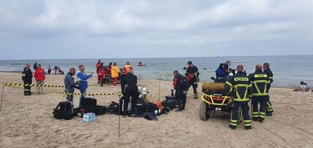 Ciało na plaży w Mielenku