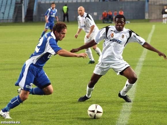 Stal Stalowa Wola (białe koszulki) mecz z drugiej kolejki rozegra dopiero 13 kwietnia.