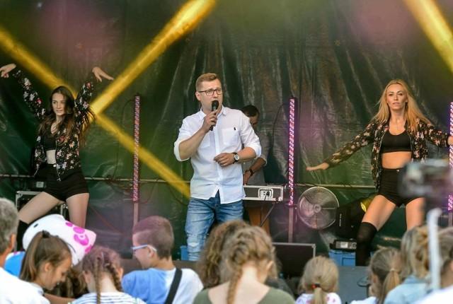 Wśród wykonawców, którzy wystąpią w Przyłęku będzie zespół Silvers Disco Dance, czyli autorski projekt Łukasza Wnuka, któremu towarzyszą Aneta Adamiec i Paulina Spytek.
