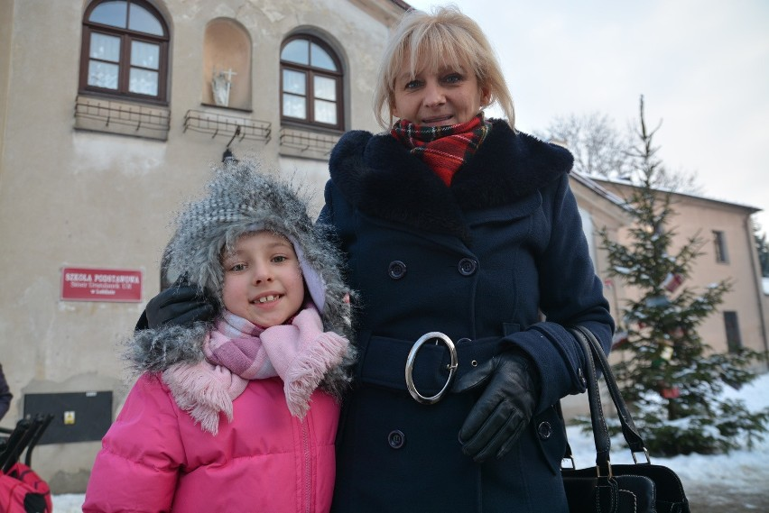 Oliwia, która skończy w tym roku sześć lat, nie pójdzie do pierwszej klasy. Rodzice chcą, by została w przedszkolu