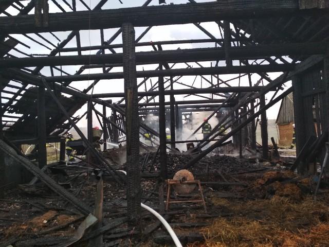 Pożar drewnianej stodoły krytej eternitem w pow. suwalskim