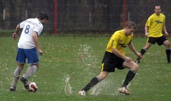 Rzemieślnik (żółte koszulki) w meczach kontrolnych spisuje się dość solidnie.