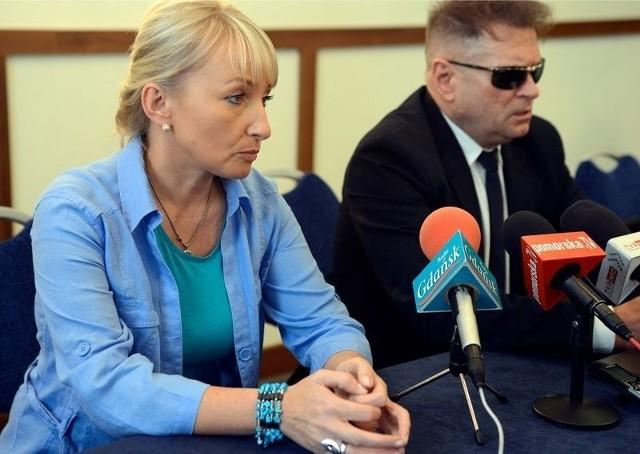 Krzysztof Rutkowski z matką zaginionej dziewczyny