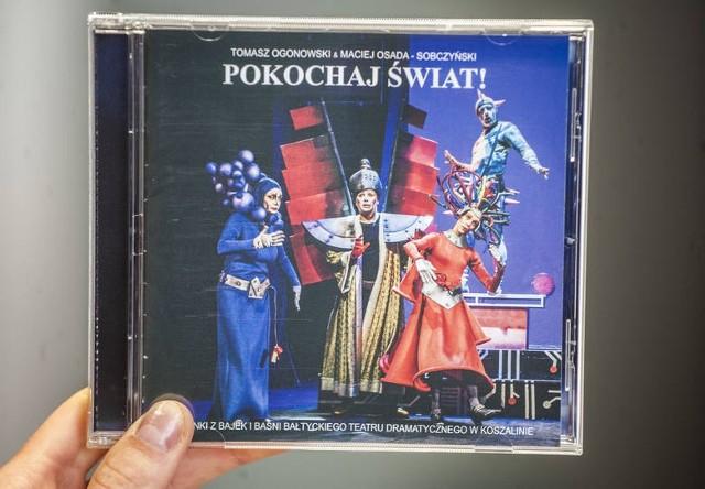 """Płyta """"Pokochaj Świat"""" została wydana w nakładzie 500 sztuk. Autorką zdjęć jest Izabela Rogowska, natomiast layout płyty zaprojektował i wykonał Mariusz Rodziewicz, który przygotował także dwa longplaye."""
