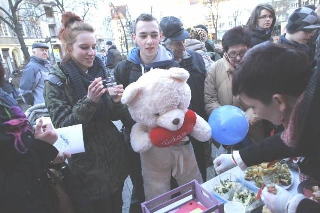 """Angela Żurecka i Tomek Krawczyk, którzy są parą od ponad roku postanowili spróbować deseru o intrygującej nazwie """"dziewica rumieńcem płonąca""""."""