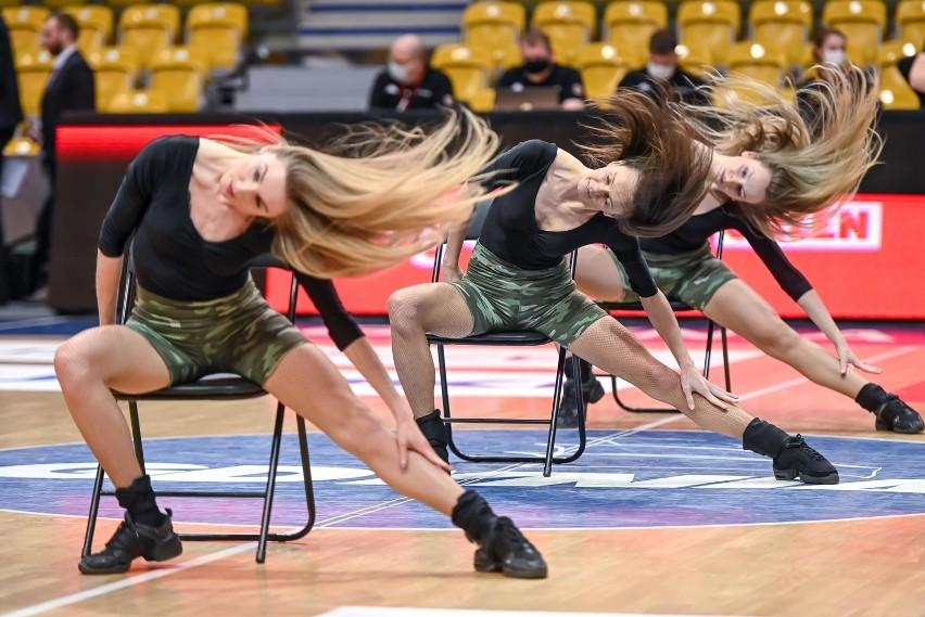 Zespoły pięknych cheerleaderek od lat uatrakcyjniają mecze...