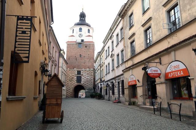 Brama Krakowska miała zyskać iluminację przed sezonem turystycznym 2020