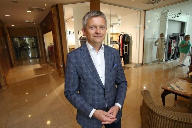 Piotr Dwurnik, dyrektor Best Western Grand Hotel zapowiada otwarcie Pasażu Zielonego w niehandlowe niedziele.