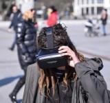 """Happening """"Życie kury jej oczami"""" z goglami Virtual Reality w Sopocie [ZDJĘCIA]"""