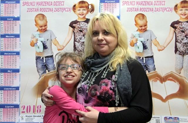 - Daje mi morze miłości - o Marcelince (z lewej) mówi Magdalena Krause, która od niedawna jest jej rodziną zastępczą. W Grudziądzu jest bardzo wiele dzieci w Centrum Pomocy Dziecku i Poradnictwa Rodzinnego przy ul. Mikołaja z Ryńska, które czeka na kochający dom...