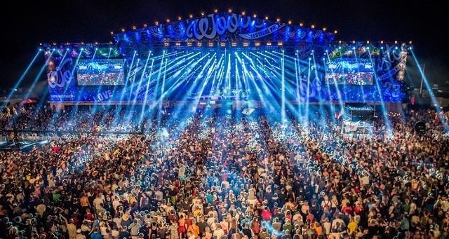 Nie ma wątpliwości, że choć festiwal w Kostrzynie nad Odrą nie od dziś słynie z niepowtarzalnego klimatu i hippisowskiego charakteru, to najważniejsze są na nim koncerty. Przeglądając program pierwszego Pol'and'Rock, można być pewnym, że impreza ruszy z dużym przytupem.Pierwsza edycja Pol'and'Rock Festival odbędzie się w dniach od 2 do 4 sierpnia w Kostrzynie nad Odrą. Wstęp jest bezpłatny.Czytaj dalej --->