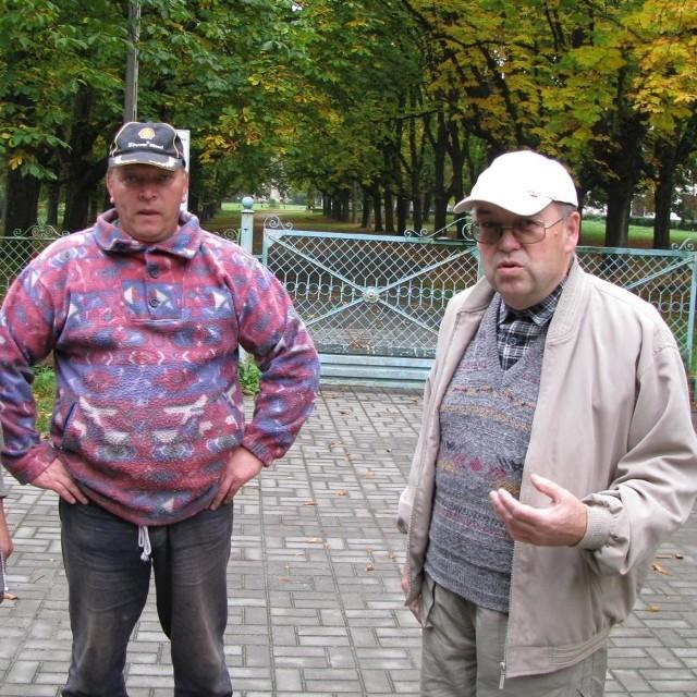 Ta aleja powinna być otwarta! - twierdzą liderzy wsi Roman Czekała i Antoni Markiewicz .
