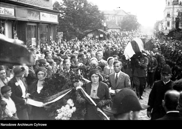 88 lat temu w katastrofie lotniczej zginęli Franciszek Żwirko i  Stanisław Wigura. Zobacz kolejne zdjęcia. Przesuwaj zdjęcia w prawo - naciśnij strzałkę lub przycisk NASTĘPNE