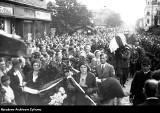 88 lat temu w katastrofie lotniczej zginęli Franciszek Żwirko i  Stanisław Wigura. W Cieszynie żegnało ich kilkadziesiąt tysięcy ludzi!