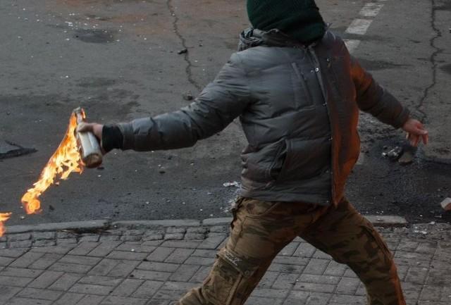 41-latek zaatakował koktajlem mołotowa jedna z restauracji w centrum Cieplic. Zdjęcie ilustracyjne.