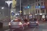 """Agresywny """"szeryf"""" na trasie W-Z. Zielone światło, a kierowca rzuca się do bójki!"""