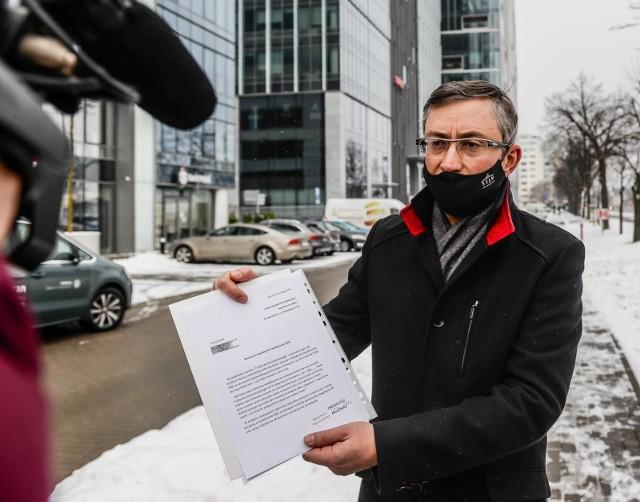 Poseł Marek Rutka chce dopłaty do świadczenia dla swojej córki za okres między jej poczęciem a narodzinami
