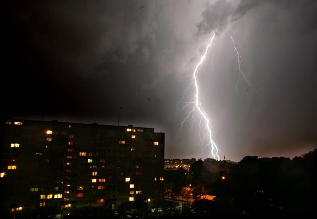 Burza jest groźny zjawiskiem. Wkroczyliśmy właśnie w okres niespokojnej pogody, który potrwa jeszcze długo.