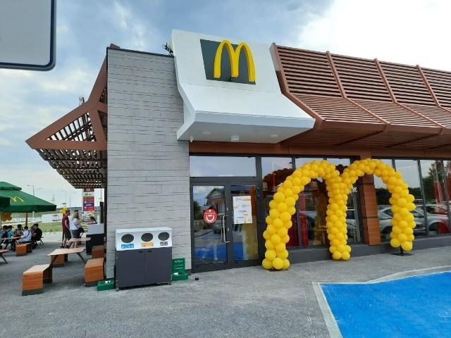 Nowa restauracja McDonald's działa już w Łączynie koło Jędrzejowa, tuż koło drogi S7. To 11 lokal kultowej amerykańskiej sieci w Świętokrzyskiem.
