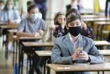 """Egzamin ósmoklasisty 2021. Uczniowie na egzaminie odpowiadali na pytania z """"Pana Tadeusza"""". Pisali też rozprawkę lub opowiadanie"""