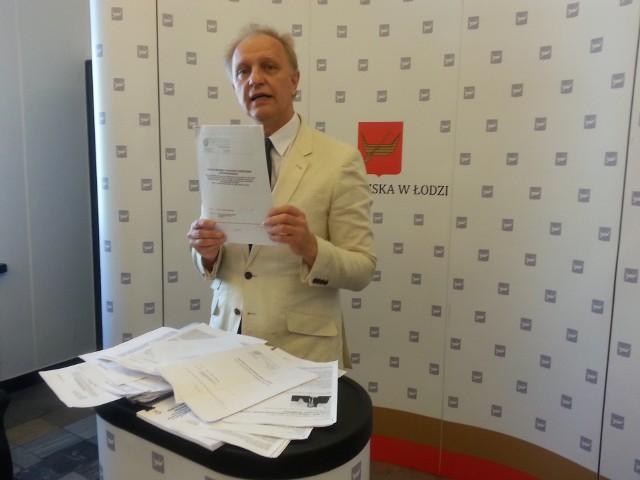 Radny Włodzimierz Tomaszewski złożył zawiadomienie do prokuratury załączając mnóstwo dokumentów