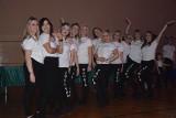 Jubileusz 30-lecia Zespołu Tanecznego Kaprys w Małogoszczu. Mnóstwo tańca i wiele wzruszeń [DUŻO ZDJĘĆ]