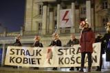 """Strajk Kobiet w Poznaniu: Poznaniacy znów wyszli na ulice, by protestować przeciwko zakazowi aborcji. """"Idziemy dalej, idziemy razem"""""""