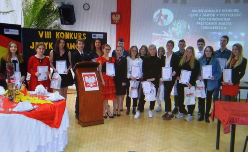 """Uczennice stalowowolskiego """"ekonomika"""", nagrodzone w..."""