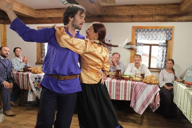 """""""Kozacka miłość"""" to serial kostiumowy, który można oglądać na programie 2 Telewizji Polskiej."""