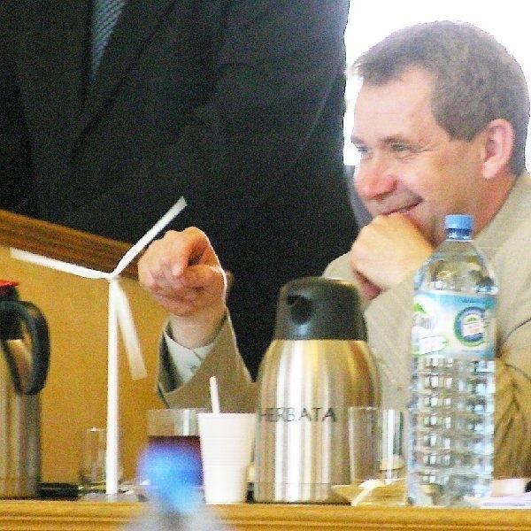 Podczas wczorajszej sesji Radzikowski zwracał  się do prezydenta, by ten nie był przeciwko  energii odnawialnej - wiatrakom.