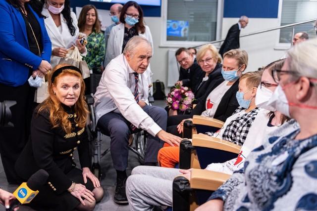 Brytyjska księżna Sarah Ferguson odwiedziła Śląskie Centrum Chorób Serca w Zabrzu.Zobacz kolejne zdjęcia. Przesuwaj zdjęcia w prawo - naciśnij strzałkę lub przycisk NASTĘPNE