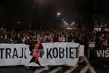 Protest kobiet, Warszawa 23.10 Kobiety przed domem Jarosława Kaczyńskiego przeciwko zaostrzeniu prawa dotyczącego aborcji