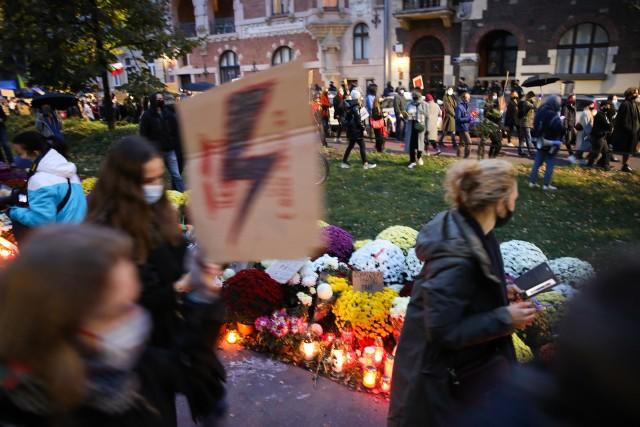Piełko Kobiet. Studencki protest przeszedł ulicami Krakowa.