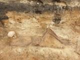 Szkielet kobiety sprzed kilkuset lat odkryto podczas prac budowlanych na terenie Komendy Powiatowej Policji w Pruszczu Gdańskim