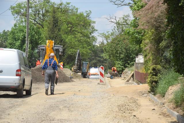 Remont ulicy Podgórnej w Drezdenku przebiega bez zakłóceń. Planowane zakończenie prac to czerwiec 2017 roku. Możliwe, że nawet uda się zakończyć prace przed upływem terminu.