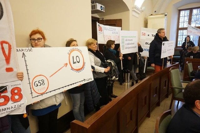 We wtorek rodzice protestowali podczas sesji RM