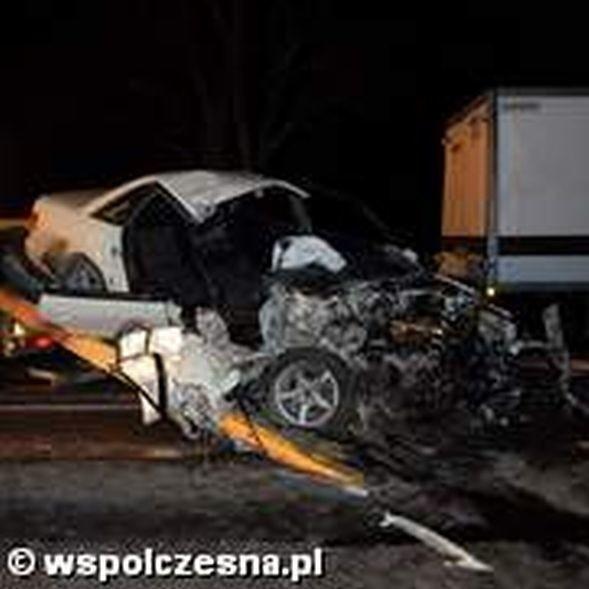 Ofiarami wypadku były młode osoby.