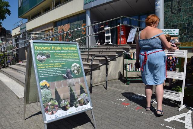 Wojewódzka i Miejska Biblioteka Publiczna w Zielonej Górze wychodzi do mieszkańców z ofertą wakacyjnych wydarzeń. Co będzie się działo w placówce przez najbliższe letnie miesiące? Nie zabraknie akcji dla starszych i młodszych czytelników.