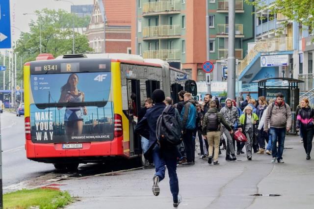 Tłok w autobusach i tramwajach