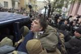 Ukraina: Zamieszki w Kijowie [ZDJĘCIA] Micheil Saakaszwili odbity z rąk SBU przez swoich zwolenników