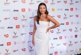 Odważna Julia Wieniawa nago reklamuje... odzież ZDJĘCIA Aktorka zachęca do samoakceptacji i promuje własną markę
